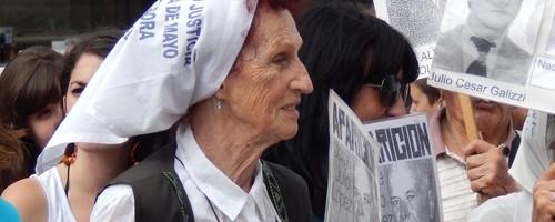Las Madres de Plaza de Mayo son símbolo de lucha y resistencia en nuestro país.