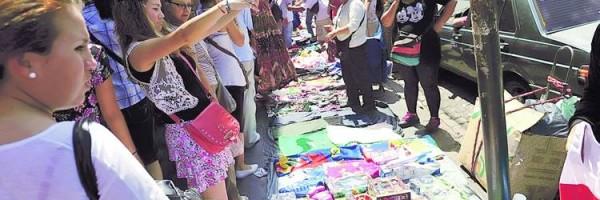 Desalojaron a los manteros de la calle Avellaneda.