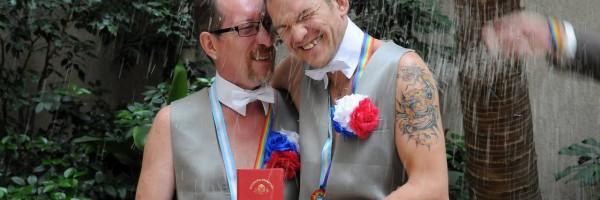 Una pareja de rusos eligió la Ciudad para casarse.