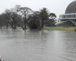 Trabajo conjunto para palear las inundaciones.