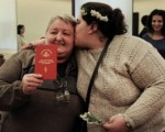 Esta semana dos mujeres contrajeron matrimonio.