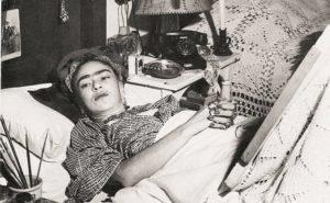 Reproducción de una fotografía de  Frida Kahlo, del autro Antonio Rodríguez.  Imagen en el acervo de El Universal.
